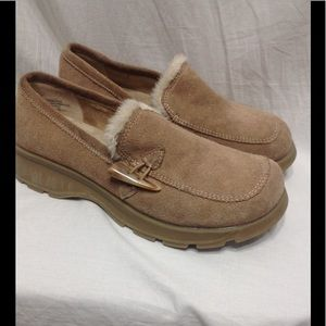 Women's size 6.5M MUDD suede loafers